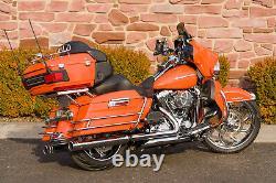 2010 Harley-Davidson Touring Ultra Classic FLHTCU Big Wheel Bagger 5,381Mi
